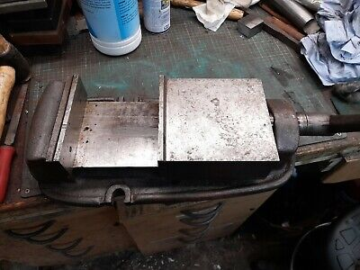 6  Milling Machine Vice With Handle. • 60£
