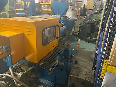 BOY 22s Plastic Injection Moulding Machine - Year 1989 • 1,500£