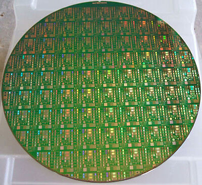 Nice 8  Copper IC Microchip Silicon Pattern Wafer With Green Background  • 18.39£