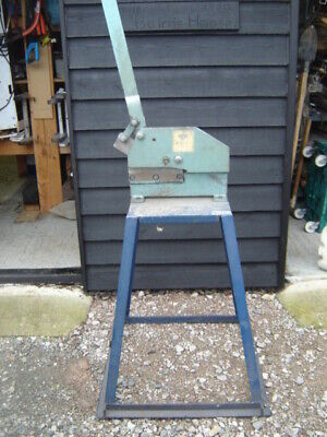Hand Guillotine On Stand • 200£